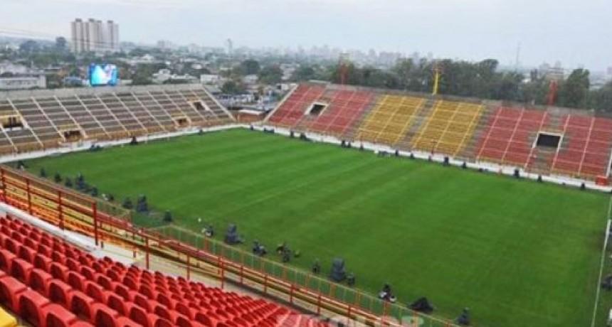 Capitanich presentó a la firma Previsora del Paraná como sponsor del Club Atlético Sarmiento.