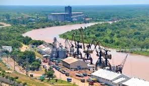 La otra cara de la creciente: son las mejores condiciones para las operaciones en el puerto de Barranqueras.