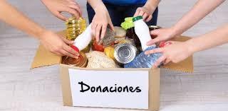 Los jóvenes de la UCR juntan donaciones para los afectados por las inundaciones de Resistencia, en la Plaza Belgrano.
