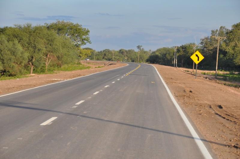 La Dirección de Vialidad Provincial colabora con equipos y combustible en Sáenz Peña.