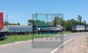 Paro de transportistas de cereales en adhesión al paro nacional de los Transportistas de Granos Autoconvocados