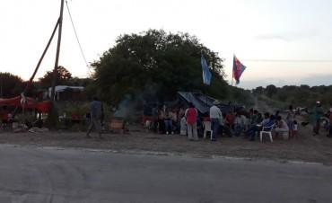 Primicia: en Sáenz Peña más de 700 aborígenes reclaman asistencia del gobierno provincial y de sus dirigentes.