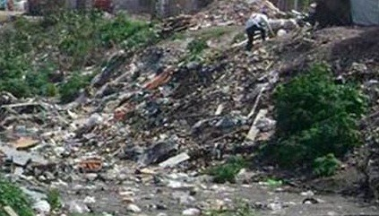 Habitantes de la zona de Ruta 11 km 999,5 reclaman limpieza de zanjones