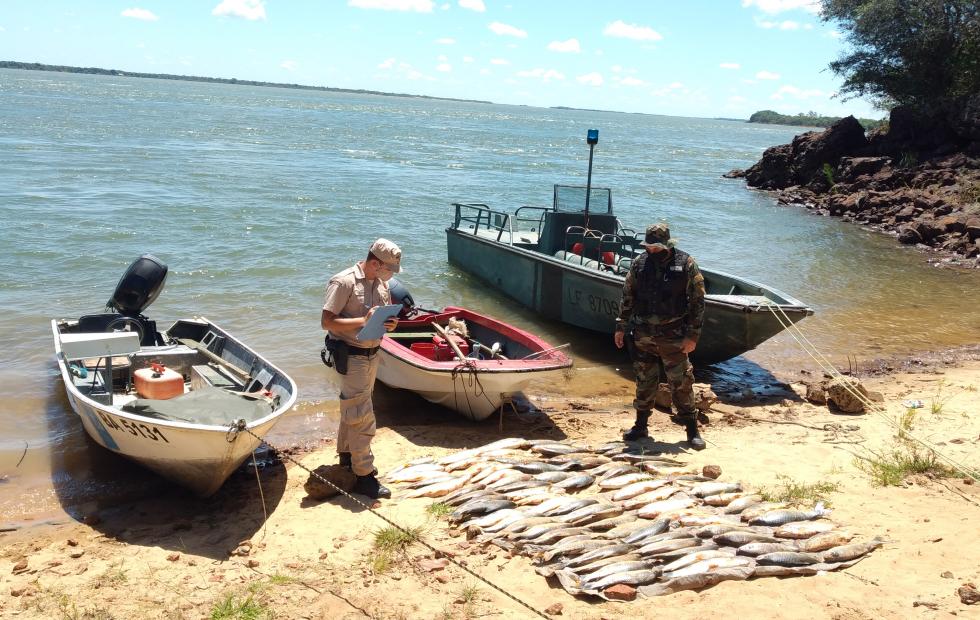 Paso de la Patria: Prefectura decomisó una embarcación paraguaya por pesca ilegal en el río Paraná