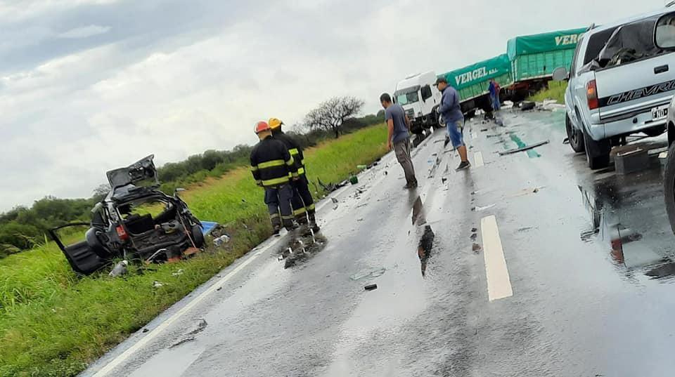 Fatal accidente a 30 kilómetros de Santa Sylvina: uno de los heridos es personal policial