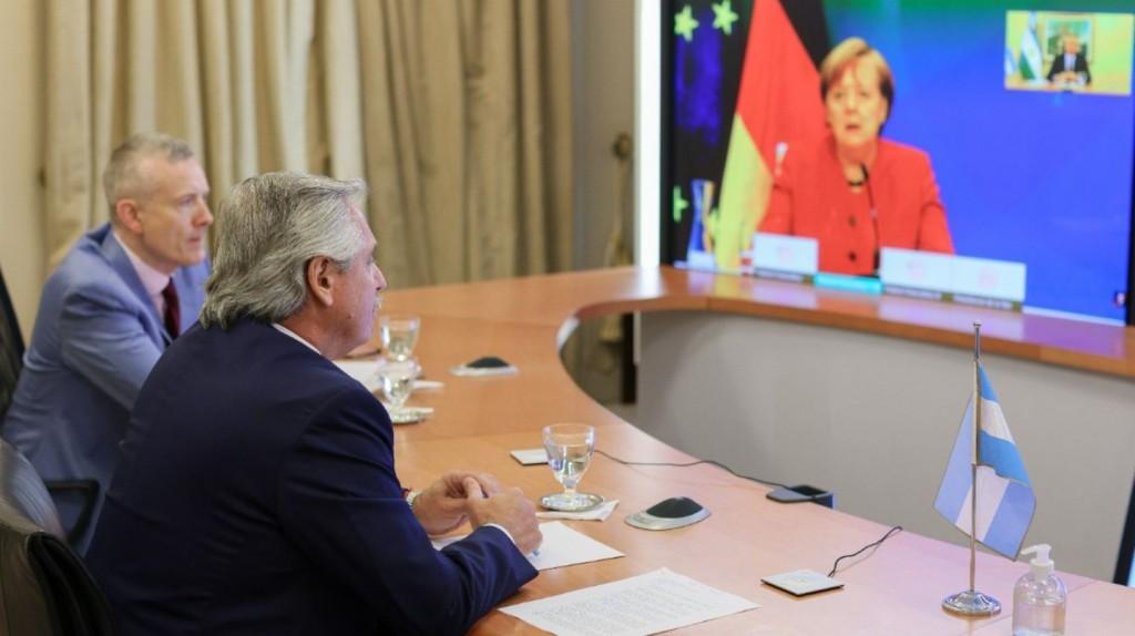 Alberto Fernández analizó con la canciller alemana Angela Merkel las negociaciones que la Argentina mantiene con el FMI