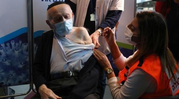 Israel logra vacunar a cerca del 50% de su población con una campaña exitosa para combatir el coronavirus