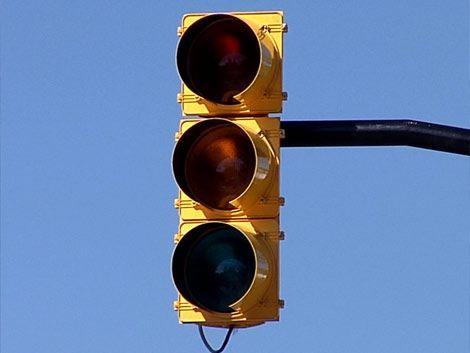 Mucho de los semáforos no son automáticos y otros sufrieron los cortes de energía