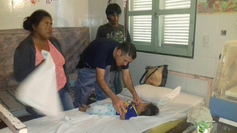 Policía en servicio adicional salvo la vida de una pequeña en el Sauzalito