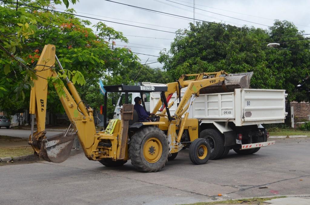 El municipio concretó tareas de limpieza por Av. Sarmiento y calles de Barrios Paykin, Santa Catalina y Villa Universidad