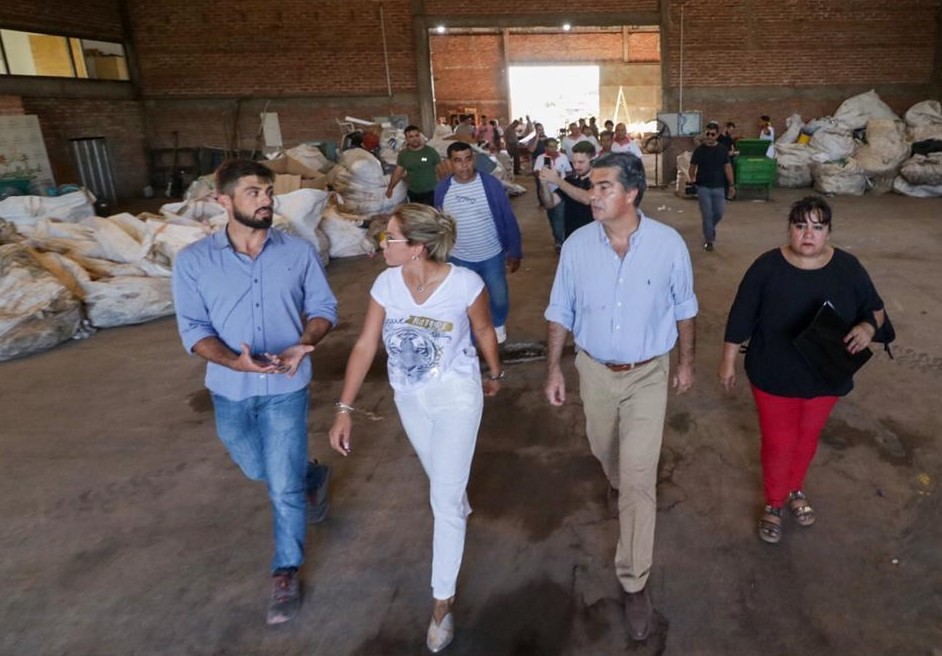 Capitanich recorrió las nuevas viviendas cooperativas en Barranqueras