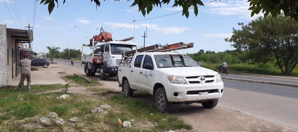 Secheep realizó cambios de postes, normalización de la línea de baja tensión y desinstalación de conexiones clandestinas en zona de la Rubita.