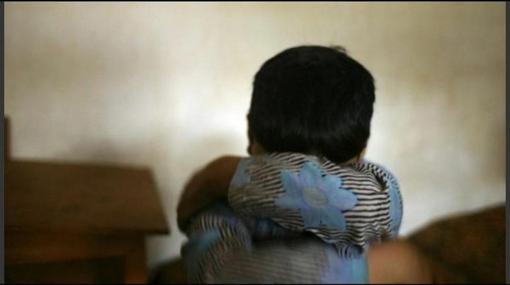 Menor encerró a su sobrino de 7 en una pieza, le tapó la boca y lo violó