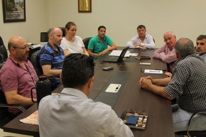 """Coordinan acciones con Vialidad Provincial y Nacional para """"mejorar los servicios y la infraestructura en la ciudad"""""""