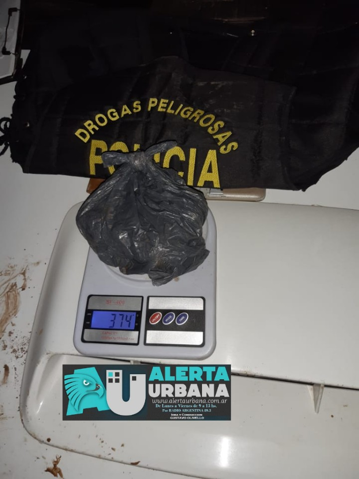 Dos detenidos por posesión de sustancias ilícitas.