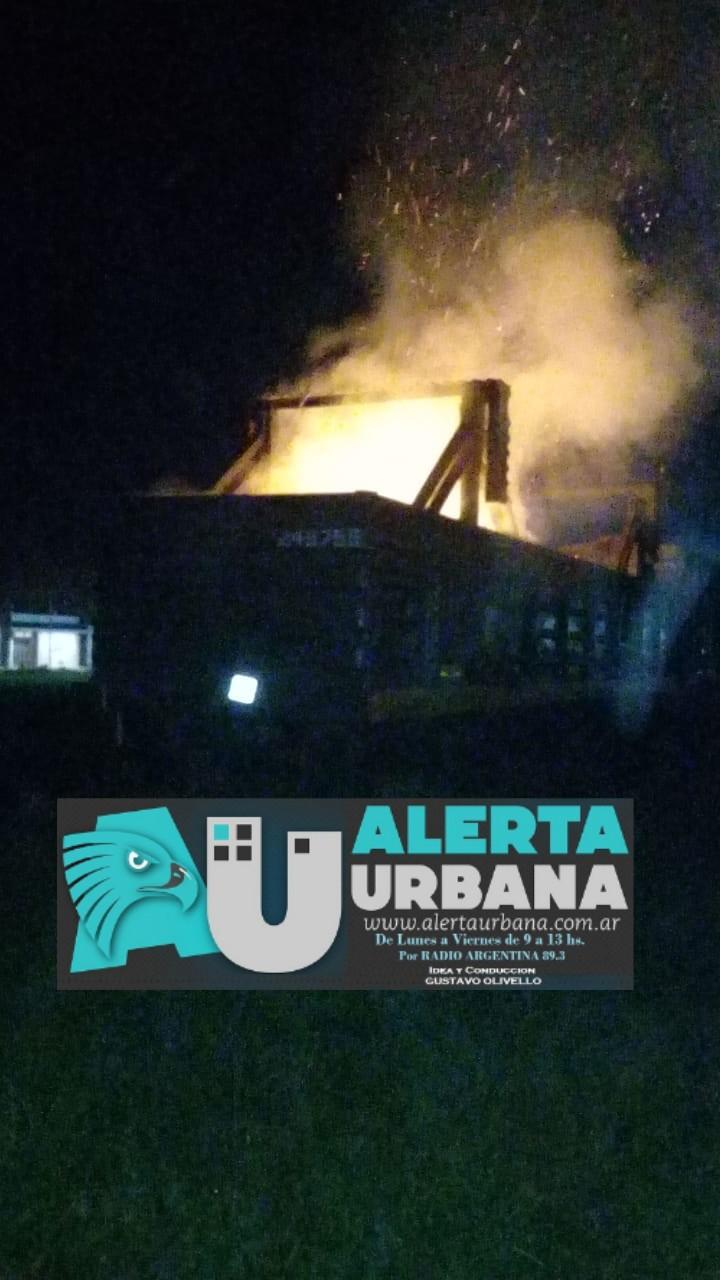 Descarriló y se incendió un vagón del Tren Belgrano Cargas.