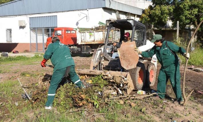 El municipio de Resistencia ejecutó tareas de limpieza en el Hospital Perrando