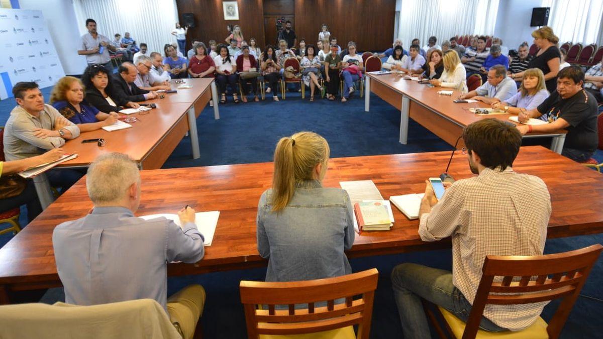 El Gobierno dilata la negociación con gremios docentes