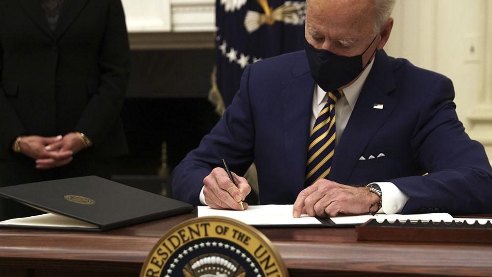 Biden firmó decretos que desmantelan las políticas inmigratorias de Trump