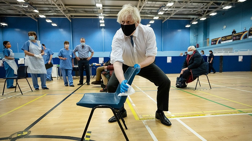 Boris Johnson propone donar el excedente de vacunas a los países más pobres