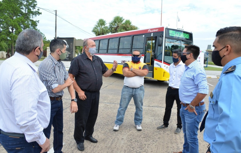El Intendente de Resistencia acompañó la presentación de nuevas unidades de transporte de la línea 5