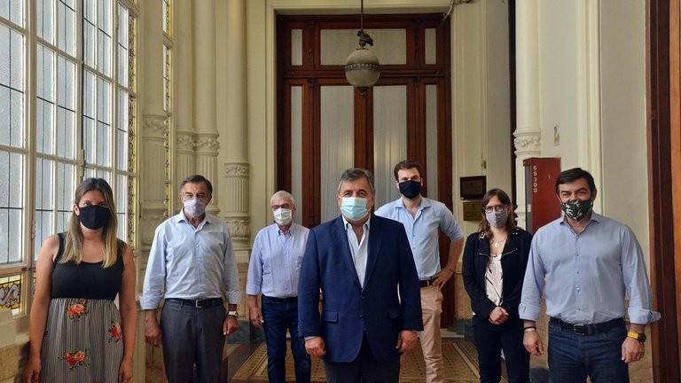 Crece el rechazo de la oposición por el vacunatorio VIP y Juntos por el Cambio impulsará una investigación en el Congreso