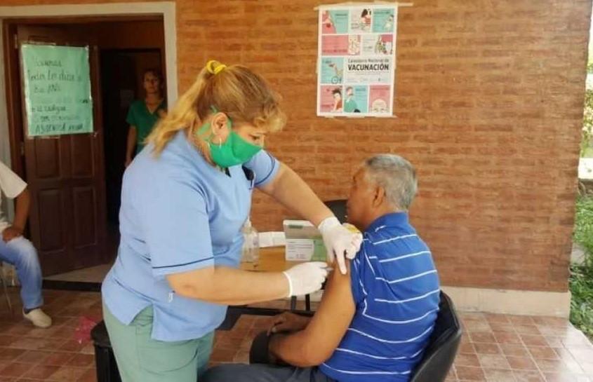 Este lunes comienza la vacunación para adultos mayores y en la semana se incluirá a personal docente