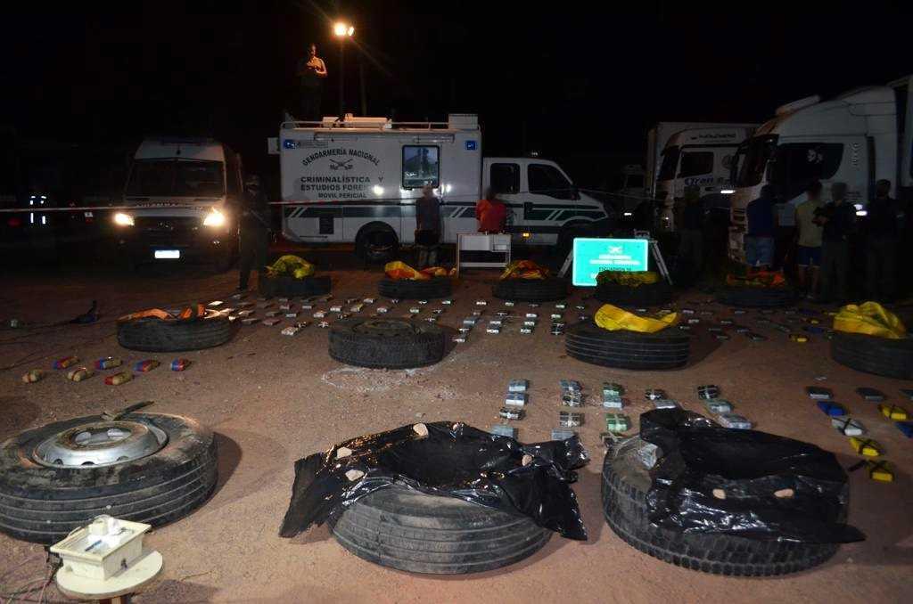 Adaptaron 14 cubiertas del camión para intentar traficar 273 kilos de cocaína