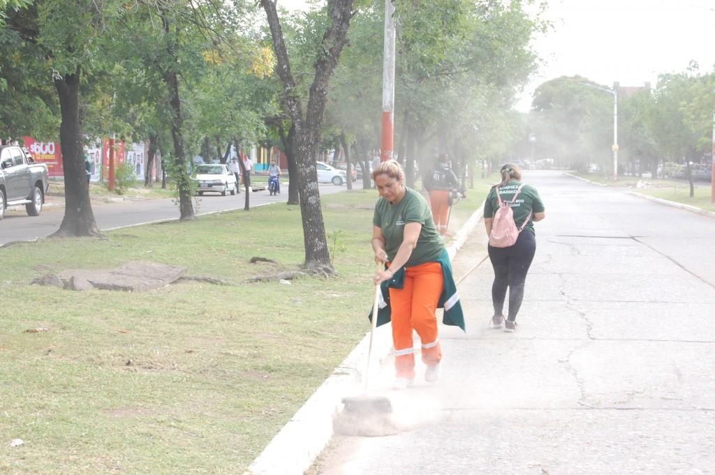Operativo de limpieza en Av. Hernandarias