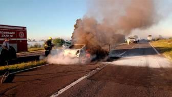 Ruta 12: murieron dos personas tras el choque de un auto con un micro