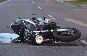 Fontana: Chocan y abandonan a motociclista herido en Av 25 de Mayo al 5200