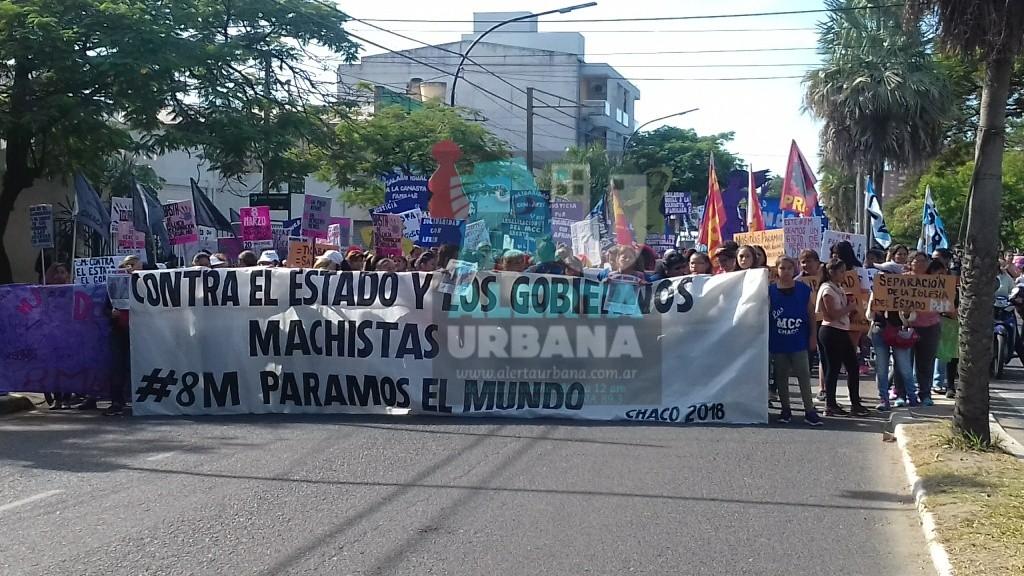 Multitudinaria marcha por el 8M en Resistencia