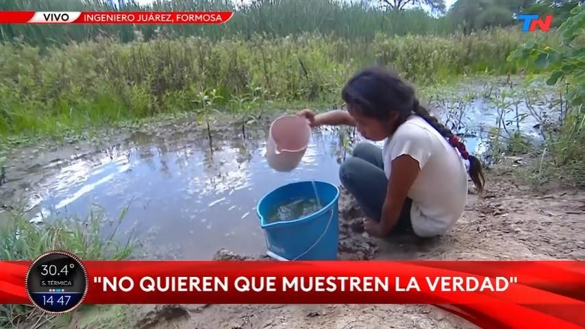 Nenes tomando agua de charcos y embarazadas escondidas: qué pasa en Juárez, otra ciudad bloqueada en Formosa