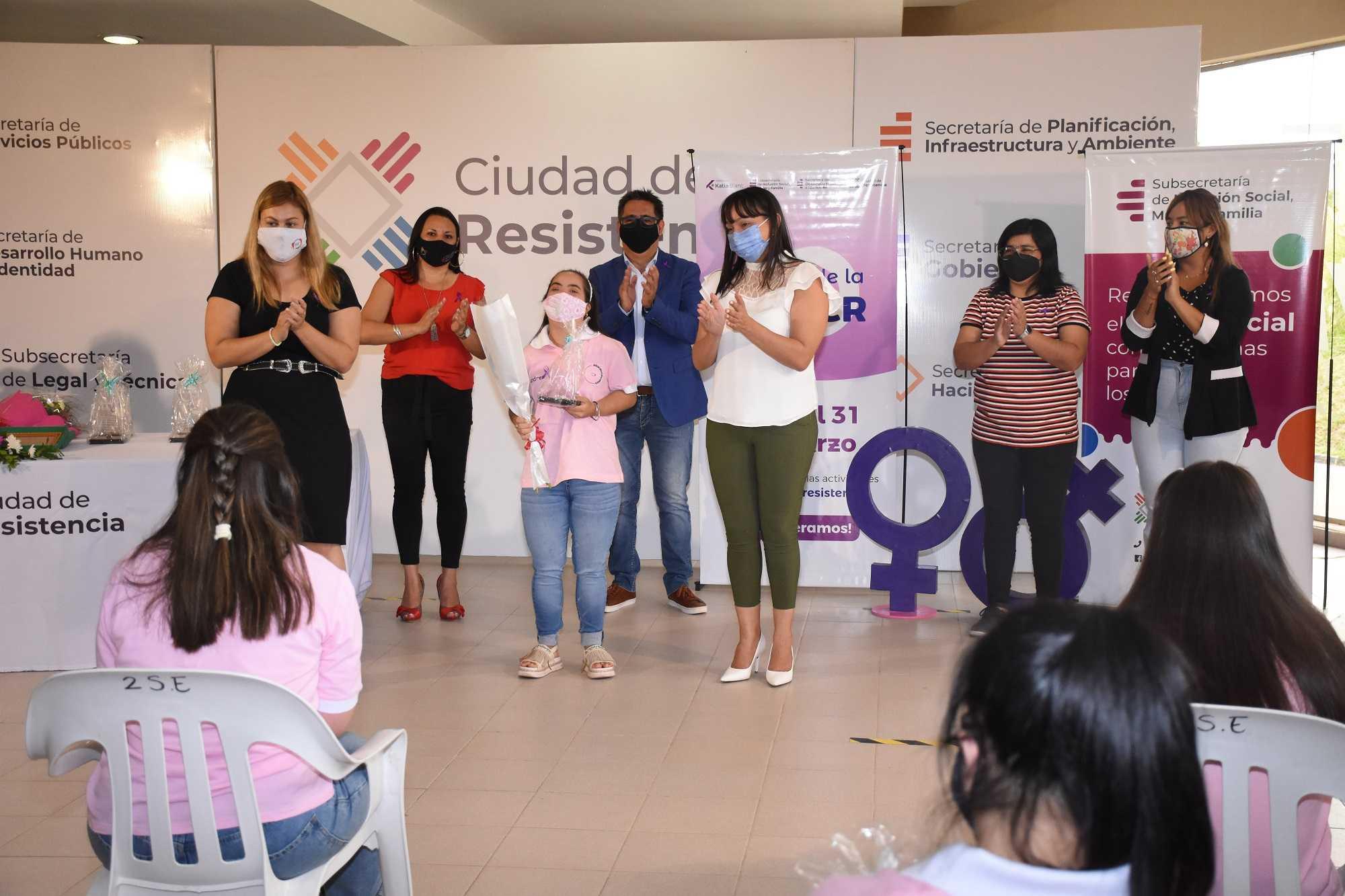 """Mes de la Mujer: agasajo a trabajadoras de """"Delicias para el Alma"""" y a  personal municipal"""