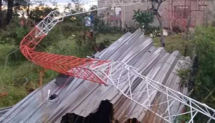 Un fuerte temporal generó destrozos y el derrumbe de una escuela