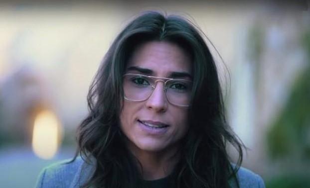 Así es el vídeo viral de una joven que desafía a los políticos: «España está muy por encima de vosotros»