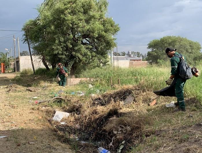 La Municipalidad realizó un operativo de limpieza en los barrios Italia, Los Pinos y Aramburu
