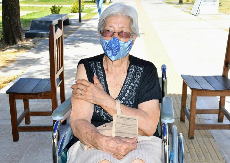 Vacunación a los adultos mayores de 80 años: es por turno