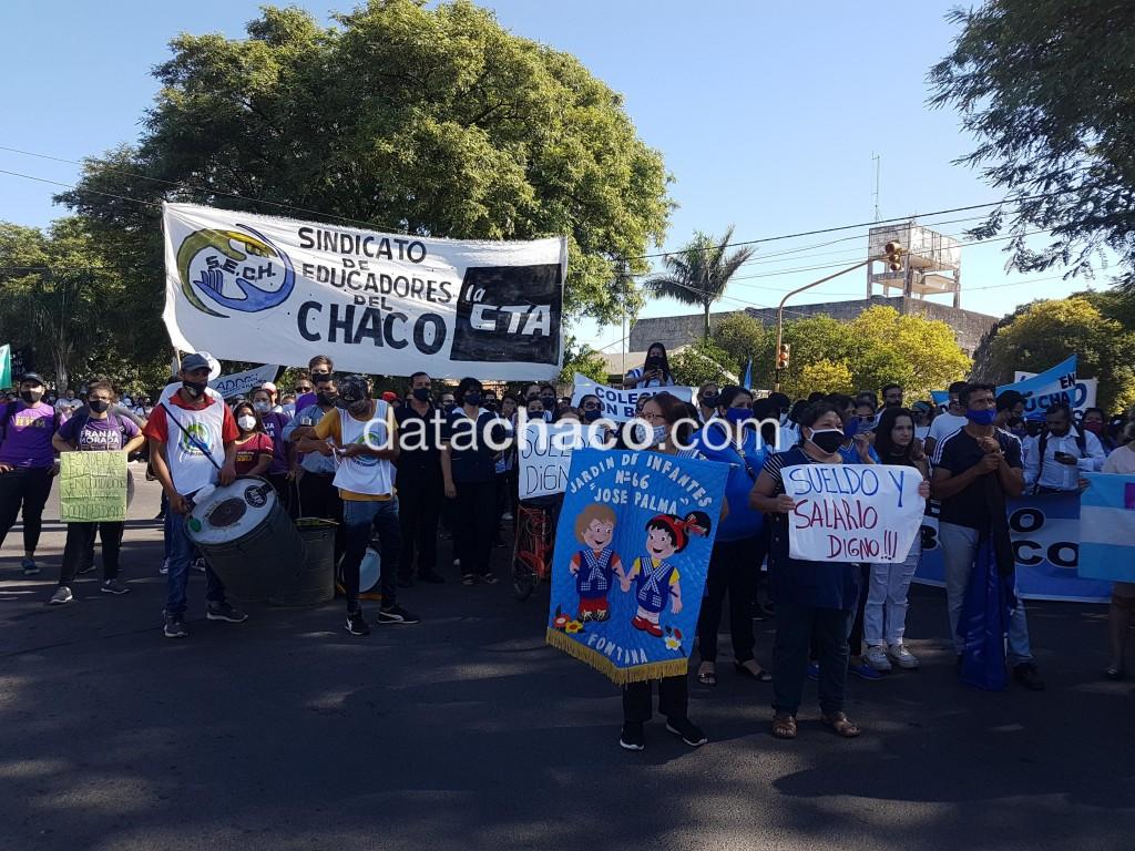Un vez más, docentes de la provincia marcharon por un salario digno