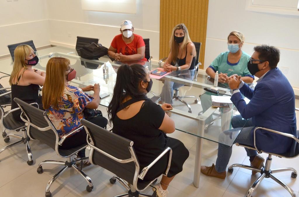 El intendente se reunió con la mesa multisectorial feminista para abordar acciones conjuntas que promuevan un municipio más inclusivo y activo en la temática de género