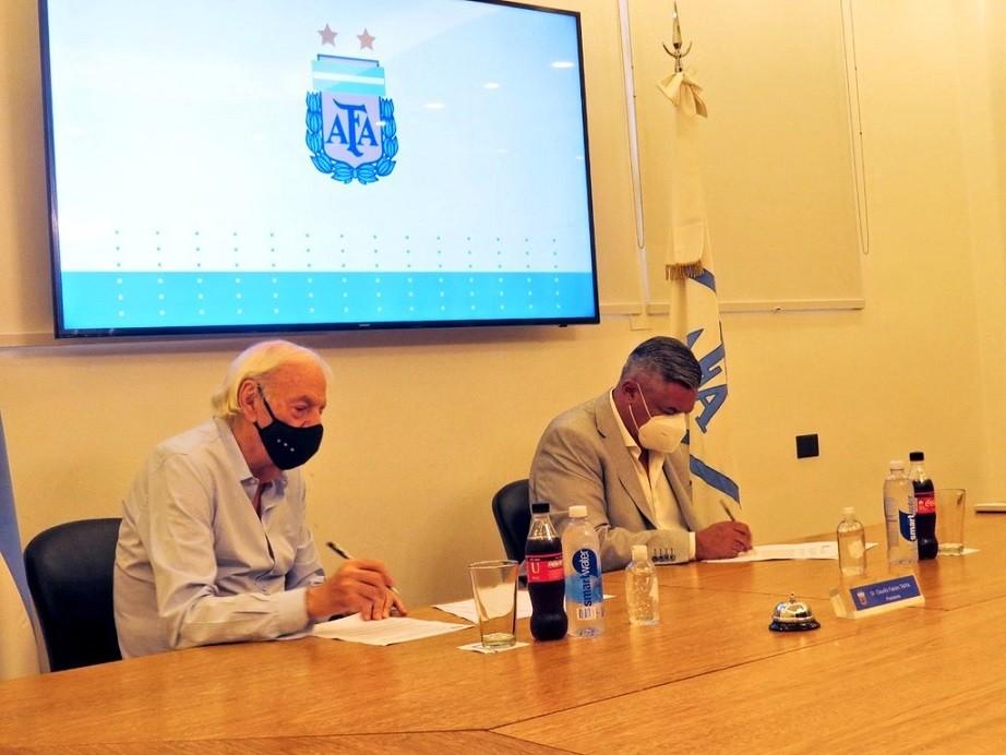 Menotti renovó su contrato como Director General de Selecciones Nacionales