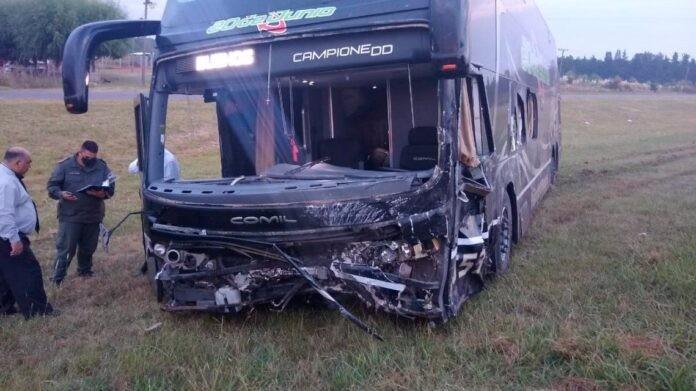 Tragedia en Ruta 9: un micro chocó con un auto y hay al menos tres muertos