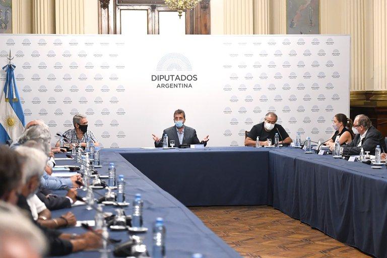 Los gobernadores afrontarán la mayor parte de la pérdida de recaudación por el cambio en Ganancias.