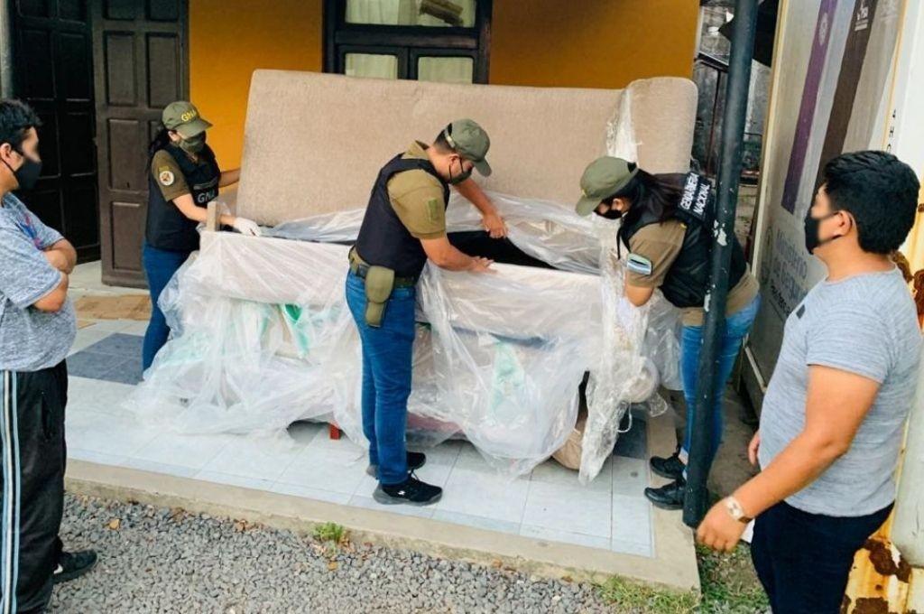 Atraparon una banda que llevaba droga dentro de sillones