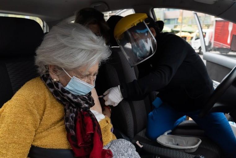 La exitosa campaña de vacunación que aplaude el mundo: Chile ya aplicó más de 5 millones de dosis contra el COVID-19 en tiempo récord