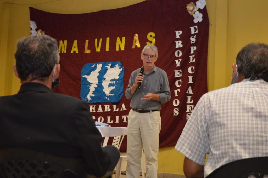 Sager participó de la charla Geopolítica sobre Malvinas en Puerto Tirol