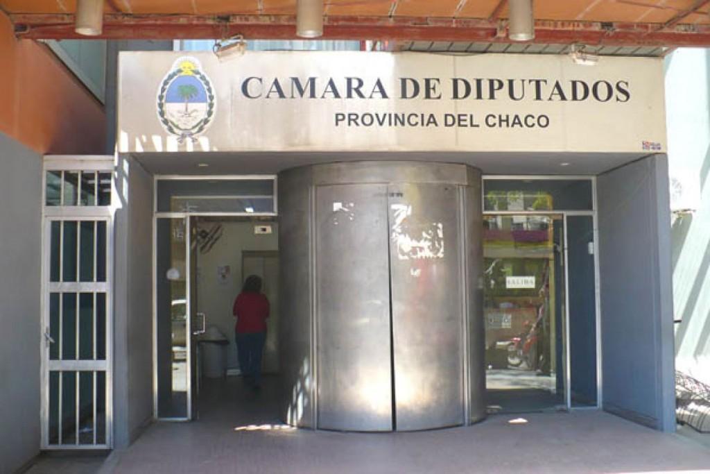 Contratada  de la Cámara de Diputados acusa a la diputada de la UCR – bloque del PRO Claudia González por modalidad de cobro de haberes.