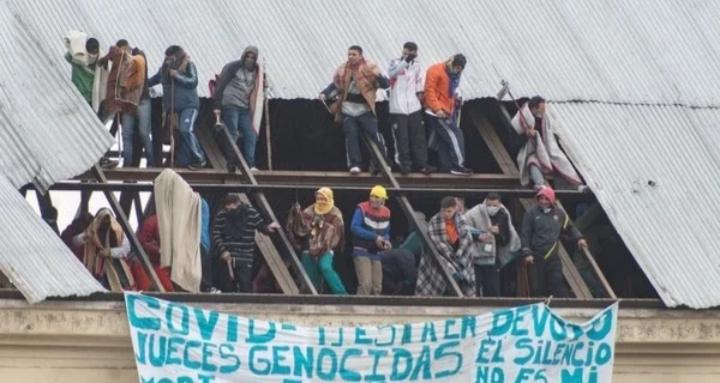 Con la excusa del coronavirus, un grupo de violentos encabeza un motín en el penal de Villa Devoto: hay once penitenciarios heridos