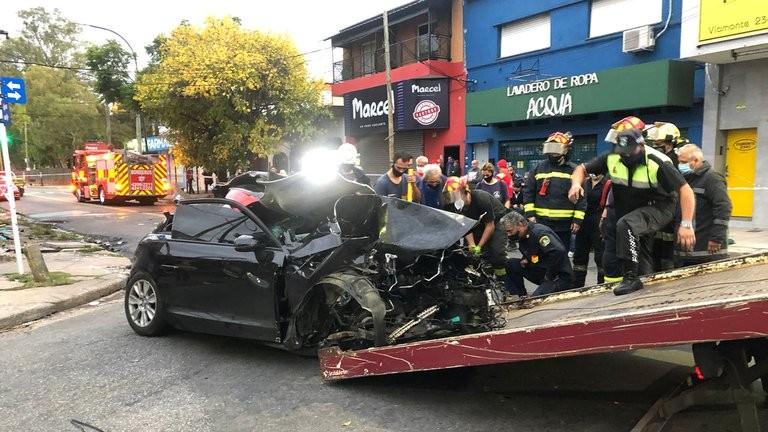 Otra vez el alcohol: los jóvenes que se accidentaron en Lanús subieron imágenes bebiendo antes del impacto