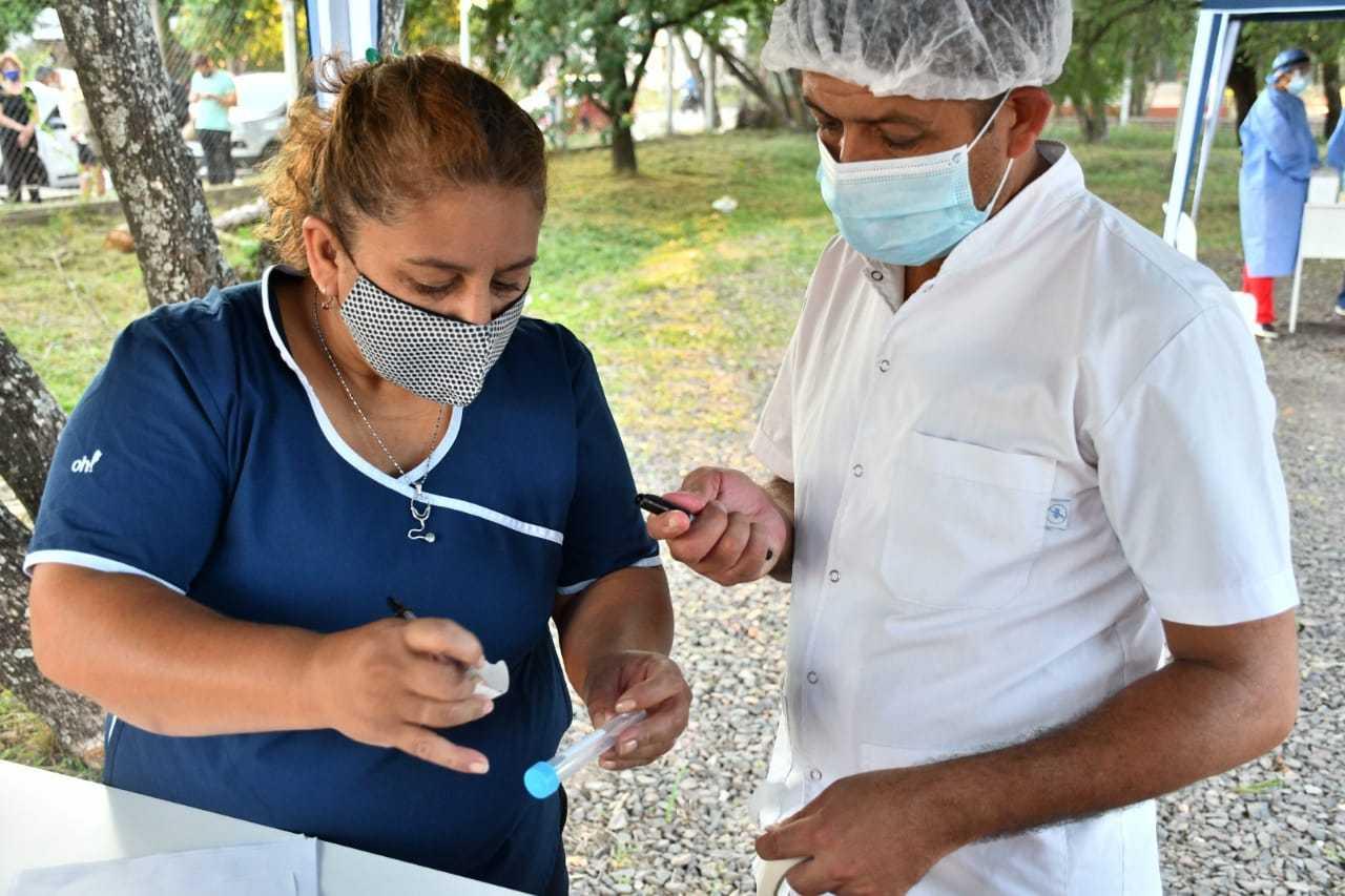 El 0,53% de los vacunados en la provincia tuvo efectos adversos leves